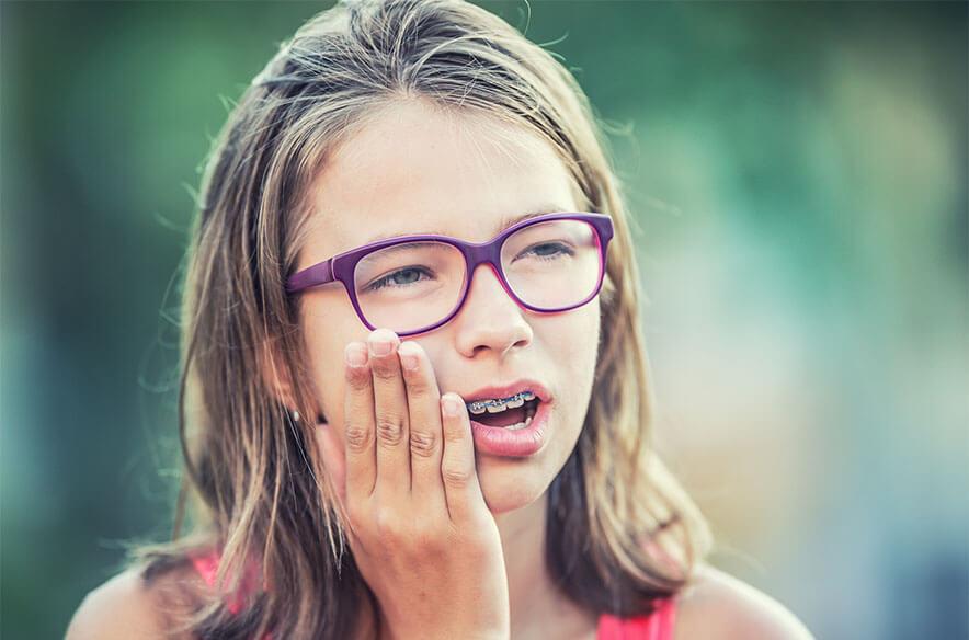 عوارض و فواید ارتودنسی چیست؟